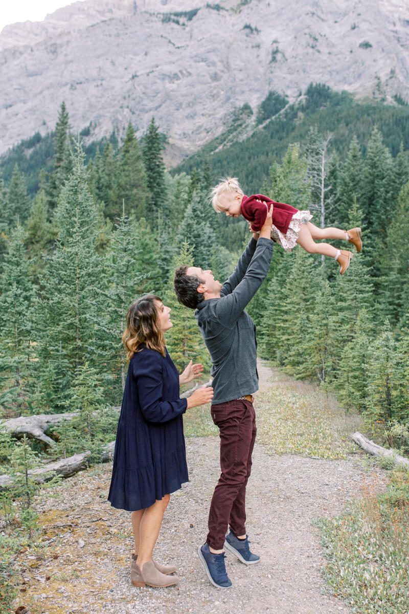 Lake Minnewanka Family session portrait